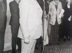 Edgar Frígoli, dirigiendo un mensaje, en el Palacio Municipal