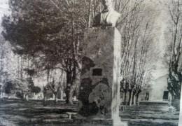 Monumento a Don Arturo L. Patrón, en la plaza de la localidad rural de Ramón Biaus, inaugurado el sábado 25 de abril de 1959.