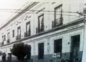 """Colegio Santa Cecilia, cuya apertura se registró en marzo de 1982.  El edificio del establecimiento, perteneció al ex Hotel Rambaldi, en la zona de la Estación ferroviaria """"Norte"""", de nuestra ciudad."""