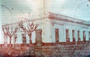Vieja sede, del diario La Razón, en la tradicional esquina de avenida Ceballos y calle Suipacha. Allí, funcionaron la redacción y la imprenta del matutino, desde su fundación, el miércoles 16 de noviembre de 1910, hasta el mes de septiembre de 1993.