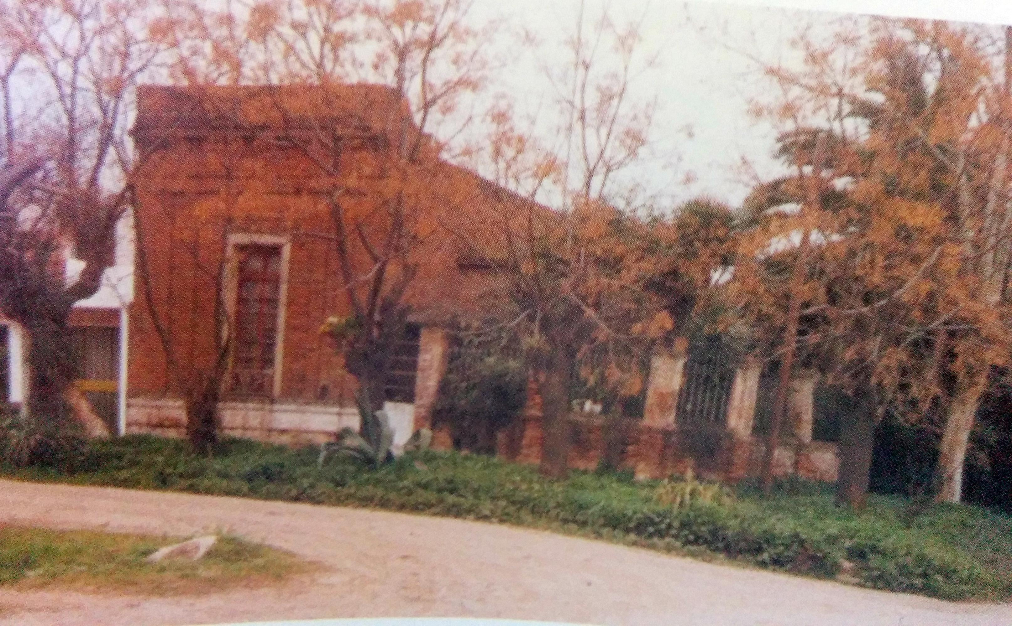 La casa del poeta Ernesto Domingo Marrone, fotografiada por Luis Ángel Desía. La finca se demolió en 1998.