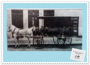 Primitiva ambulancia, impulsada por caballos (1910)