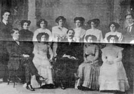 El Prof. Alejandro Mathus, con un grupo de alumnas