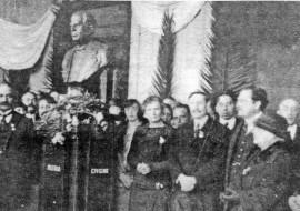El busto de Sarmiento, en 1923.