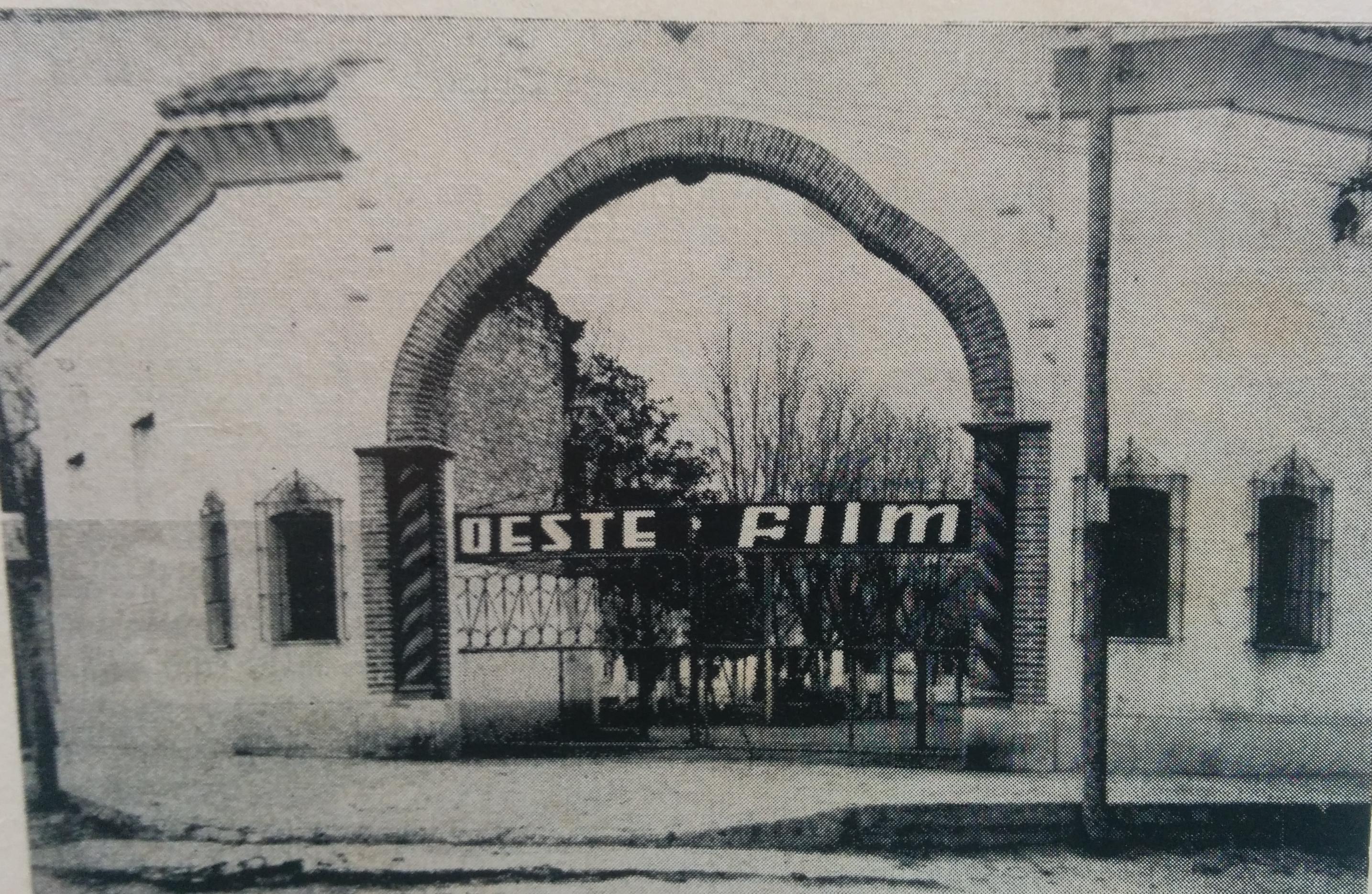 Arco de entrada, del Prado Español, cuando este era, el estudio cinematográfico de Ignacio Tankel.