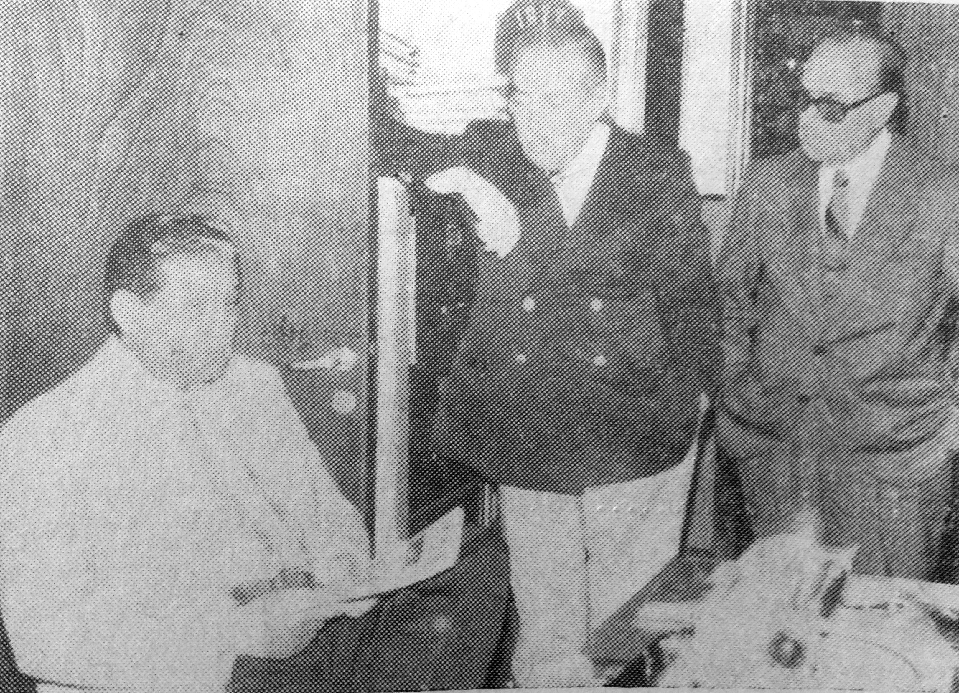 El Dr. Eduardo A. R. Massolo, (A la derecha), junto a su hermano, el Dr. Héctor C. Massolo, y el gran médico cardiocirujano argentino, Dr. René Favaloro (Octubre de 1977)