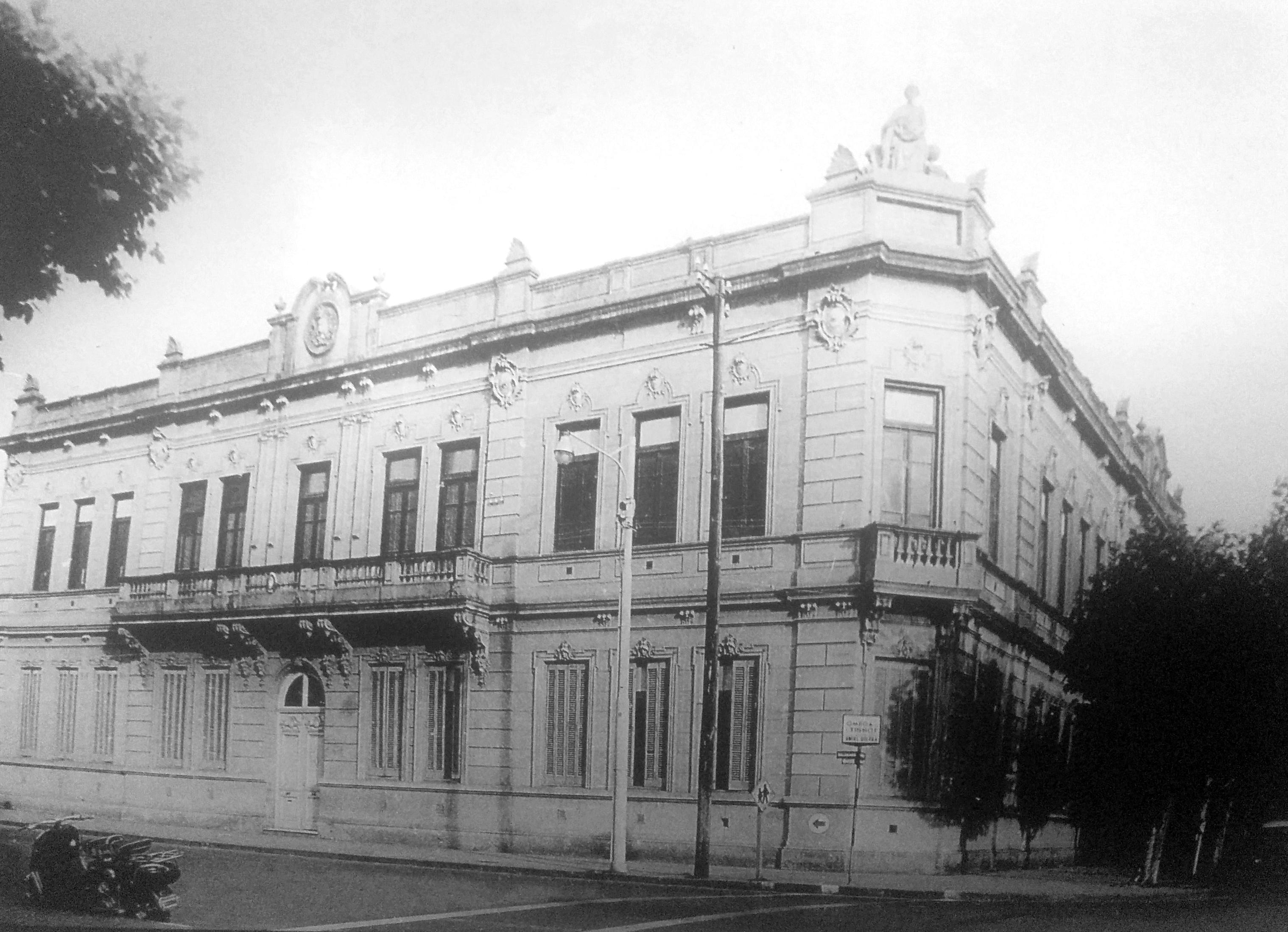 """Fachada de la Escuela Nº1 """"Domingo Faustino Sarmiento"""""""