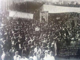 Una manifestación de obreros frigoríficos, en la ciudad bonaerense de Campana, el 1 de mayo de 1921