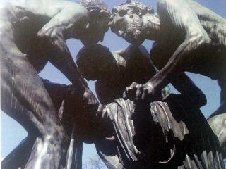 El grupo escultórico «Canto al Trabajo», de Rogelio Yrurtia.