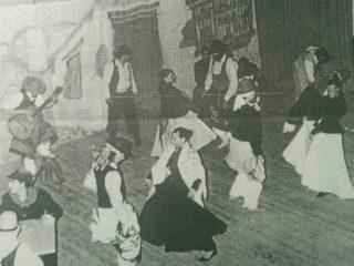 """El Ballet Floklórico Chivilcoy, representando """"Juan Moreria""""."""