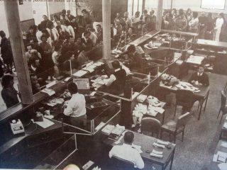 El Banco de Chivilcoy, en plena actividad, durante la década de 1970.