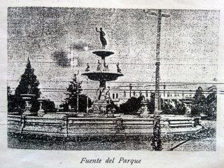 La clásica fuente de la Diosa Hebe, auténtico y verdadero símbolo de Chivilcoy, en 1906.