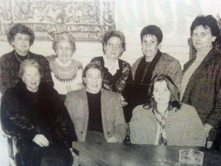 Comisión directiva del Patronato de la Infancia, en 1994. Era presidenta, la señora Lidia Pera de Ventemiglia. (La primera de la izquierda).
