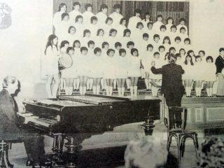 Coro de niños, del Instituto Brumana, creado, organizado y dirigido, por lo hermanos Rossi.