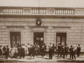 Frente del antiguo Colegio Nacional, ubicado en la intersección de las calles San Lorenzo y Garibaldi