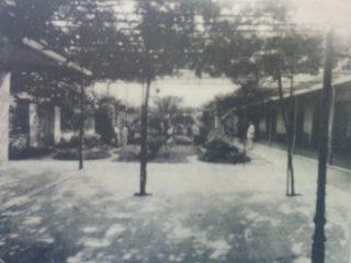 Patio del viejo Colegio Nacional, ubicado en la intersección de las calles San Lorenzo y Garibaldi.
