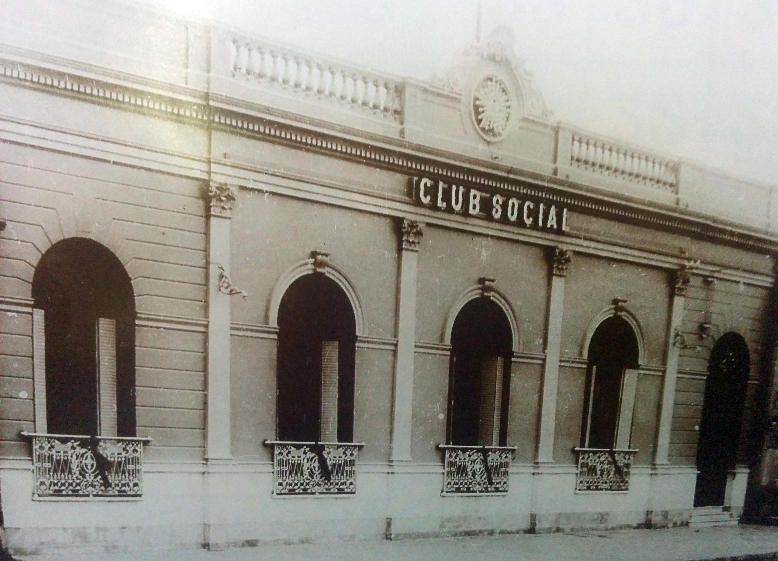 Frente del Club Social, hacia 1910.