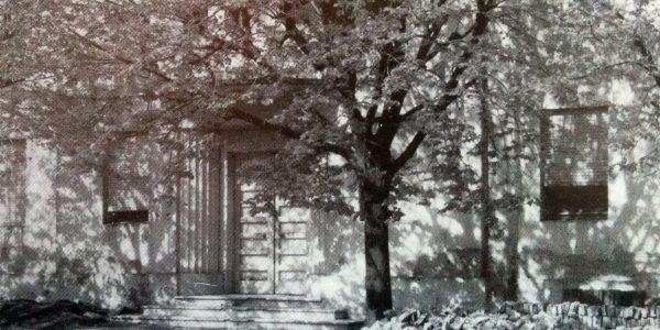Puerta de ingreso, del Hospital Municipal, en 1973.