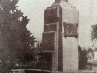 Busto del Dr. Florencio Varela, en la Plaza homónima (1936).