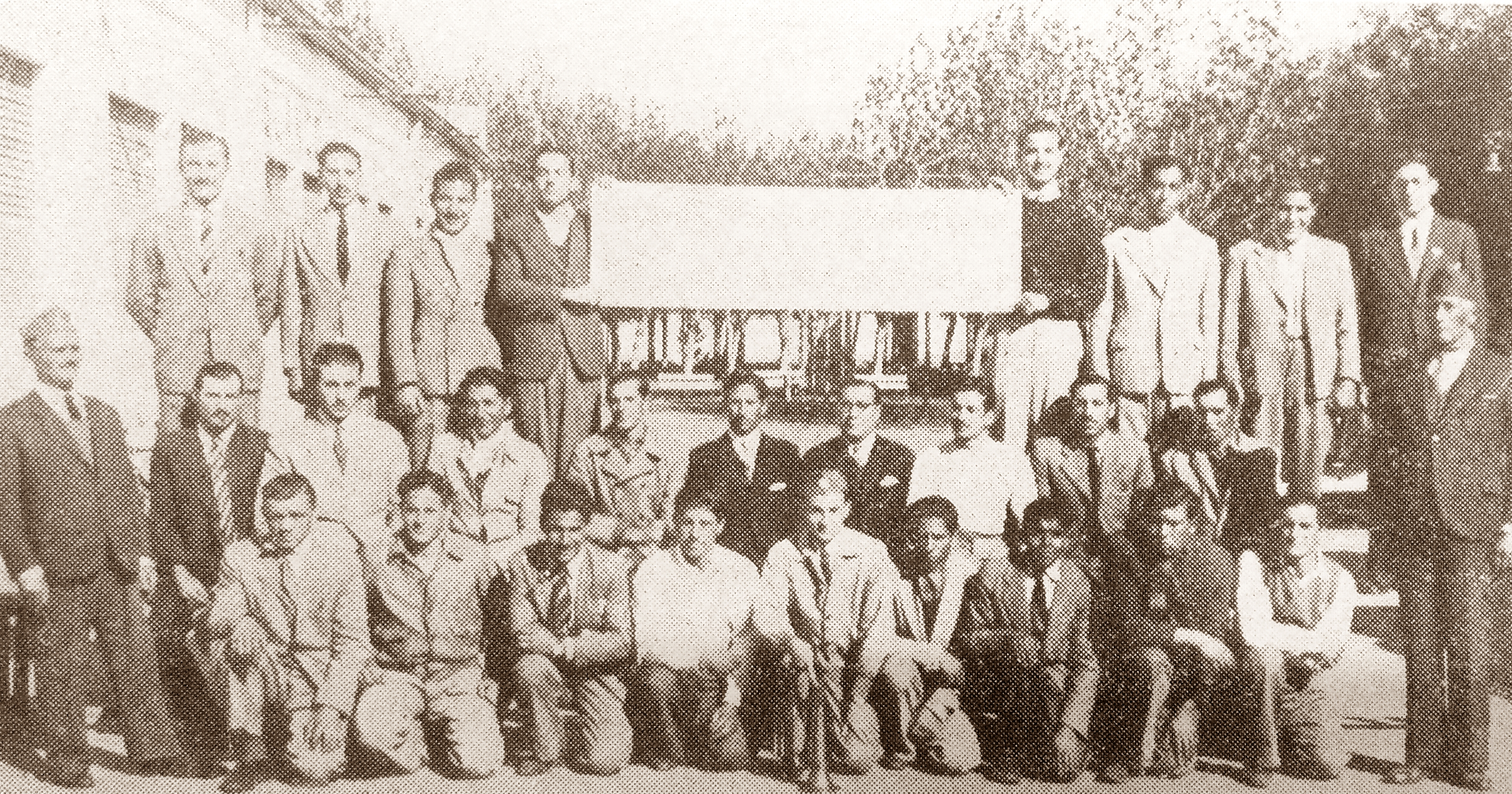 """Los primeros bomberos voluntarios, en 1945, bajo el lema: """"Abnegación, sacrificio, desinterés"""""""