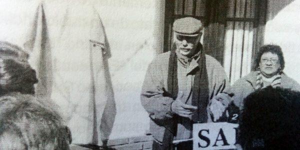 Recordación de la visita de Jorge Luis Borges a Chivilcoy, en 1951, frente a la propiedad de la familia Serio, en la intersección de las calles La Madrid y General Paz. (24 de agosto de 2013).