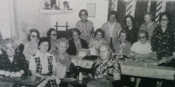 Señoras integrantes  del Taller de Caridad Santa Rita, en el mes de octubre de 1980.