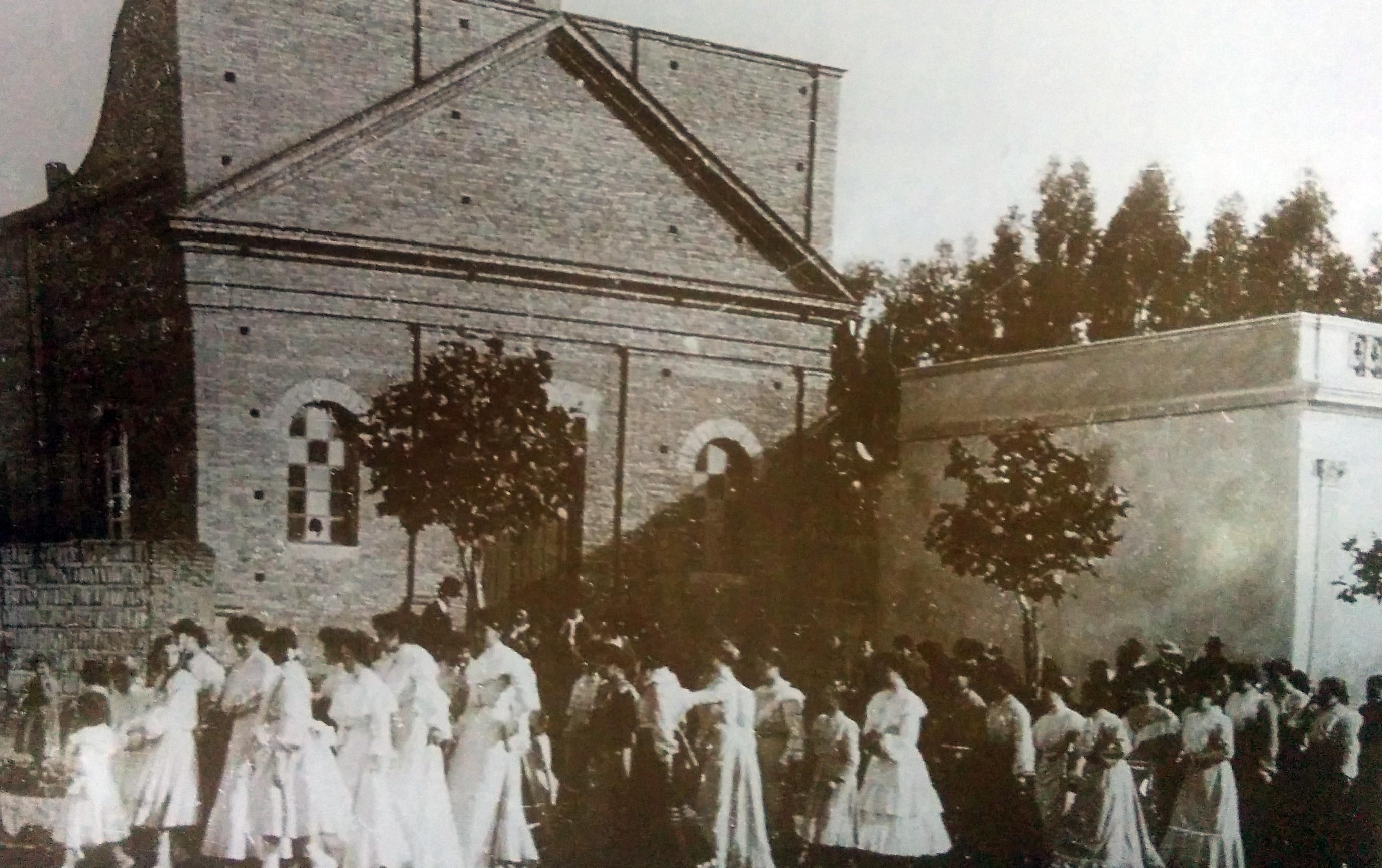 """Antigua e inolvidable capilla de nuestra Señora del Carmen, inaugurada el 19 de julio de 1896, y derrumbada el 16 de octubre de 1945, donde nació, en mayo de 1933, el Taller de Caridad """"Santa Rita"""""""