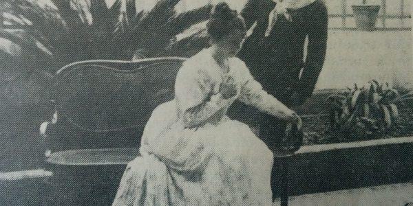 La gran actriz local, Margarita Andreis, en la puesta en escena, del drama romántico «El rosal de las ruinas», representado en el Teatro Español de Chivilcoy, para los festejos del Centenario de la Independencia, en Julio de 1916.