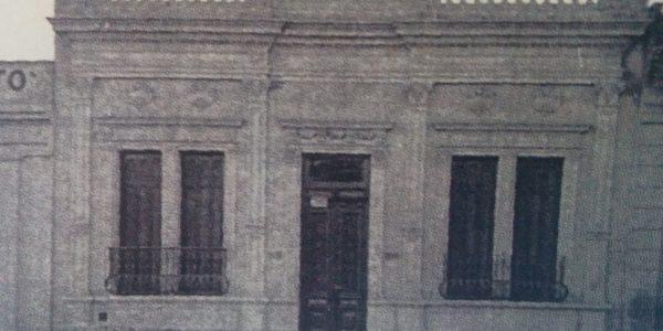 Fachada de la pensión de la familia Varzillo, donde residió Cortázar, entre los años 1939 y 1944. Estaba ubicada, en la calle Pellegrini Nº 195.