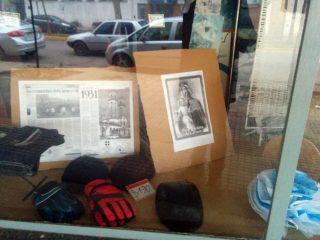 Exposición dedicada a la festividad del Carmen, en las vidrieras de la tienda «La Princesita».