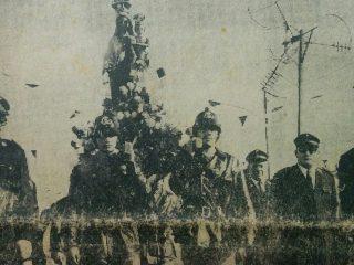 Los Bomberos Voluntarios de nuestra ciudad, transportando la imagen de la Virgen (Década de 1970).