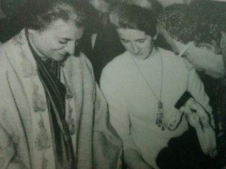 La profesora María Renée Cura, junto a la primer Ministro de la India, Indira Gandhi, y la escritora argentina, Victoria Ocampo.