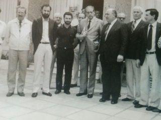 El Dr. Favaloro, en su visita al Hospital Municipal, en noviembre de 1986.