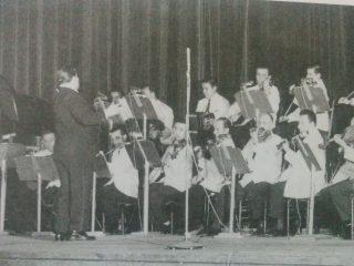 Argentino Galván, dirigiendo en el Teatro Ópera, en el mes de marzo de 1960.