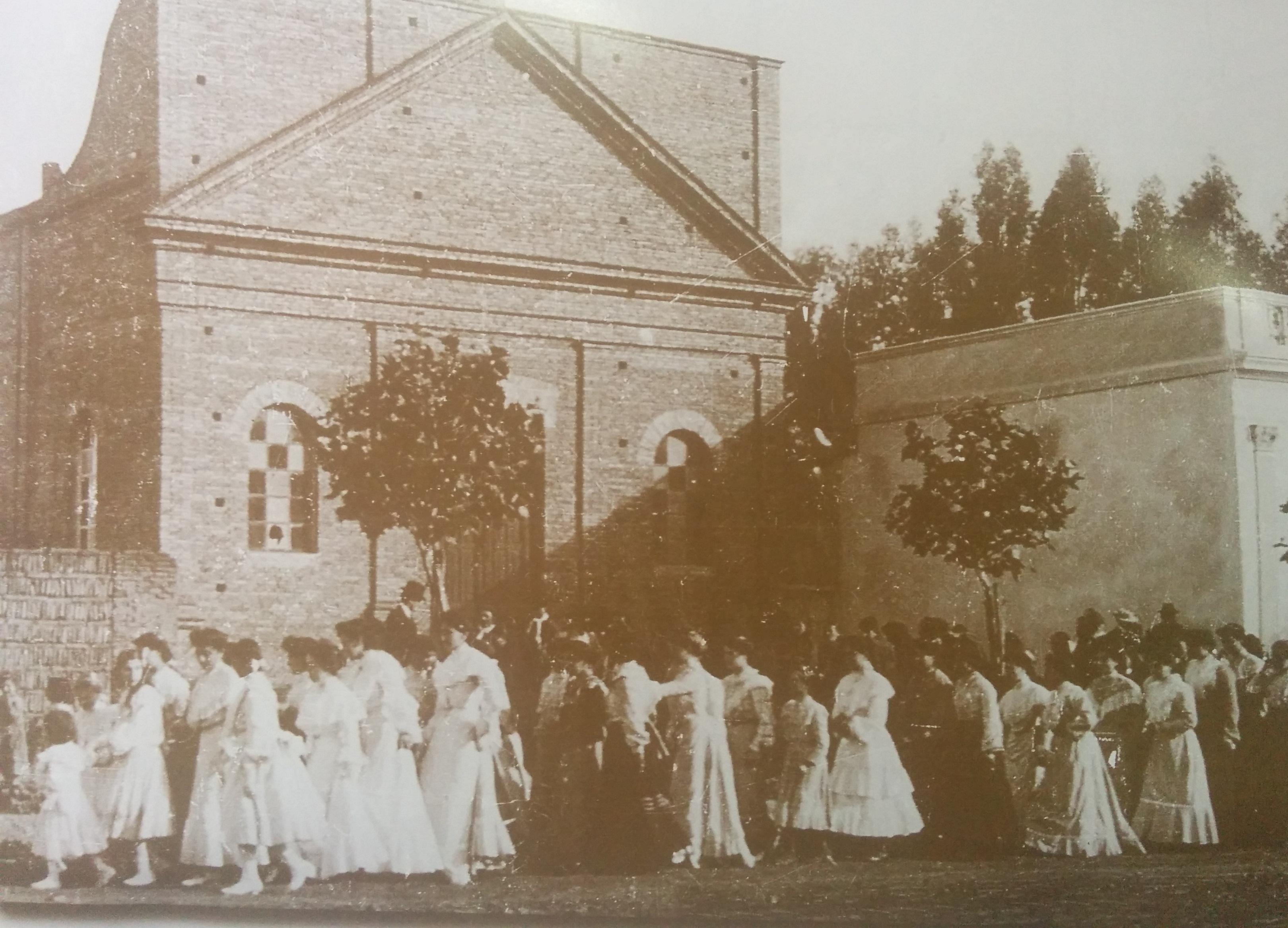 Antigua Capilla, en honor de la Virgen Nuestra Señora del Carmen, inaugurada el 19 de julio de 1896, y declarada Parroquia Nuestra Señora del Carmen, el 16 de julio de 1937.