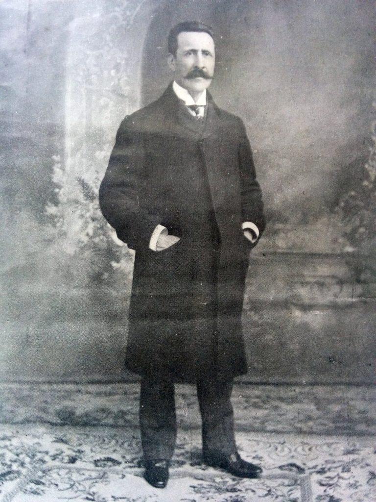 El dirigente político lugareño, Don Vicente Domingo Loveira, (1853-1933), ex intendente municipal, senador provincial y diputado nacional.