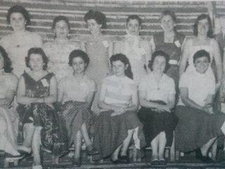 Fiesta del décimo aniversario de la Cooperativa, en agosto de 1958. Estampa fotográfica, con las diferentes princesas, que participaron del concurso de belleza.