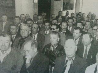 Reunión de productores agropecuarios, en Club Social y Deportivo Pellegrini (Década de 1960).
