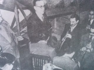 El profesor Grisolía, dirigiendo La Banda Sinfónica de Ciegos.