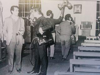 El fotógrafo, Ángel Rodolfo Sallago, junto al inolvidable locutor, conductor y animador, Héctor Osvaldo Cogo (Década de 1970).