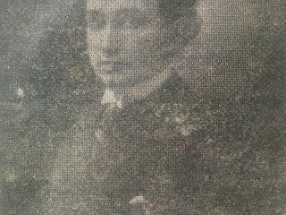 Fotografía juvenil de Miguel Anuncio Tarzia, quien había nacido en la ciudad de San Miguel de Tucumán, y llegó a Chivilcoy, en 1922.