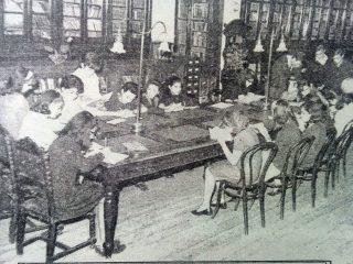 """Sala de lectura, de la antigua Biblioteca Popular """"Dr, Antonio Novaro"""", en la calle Gral. Frías Nº 36."""