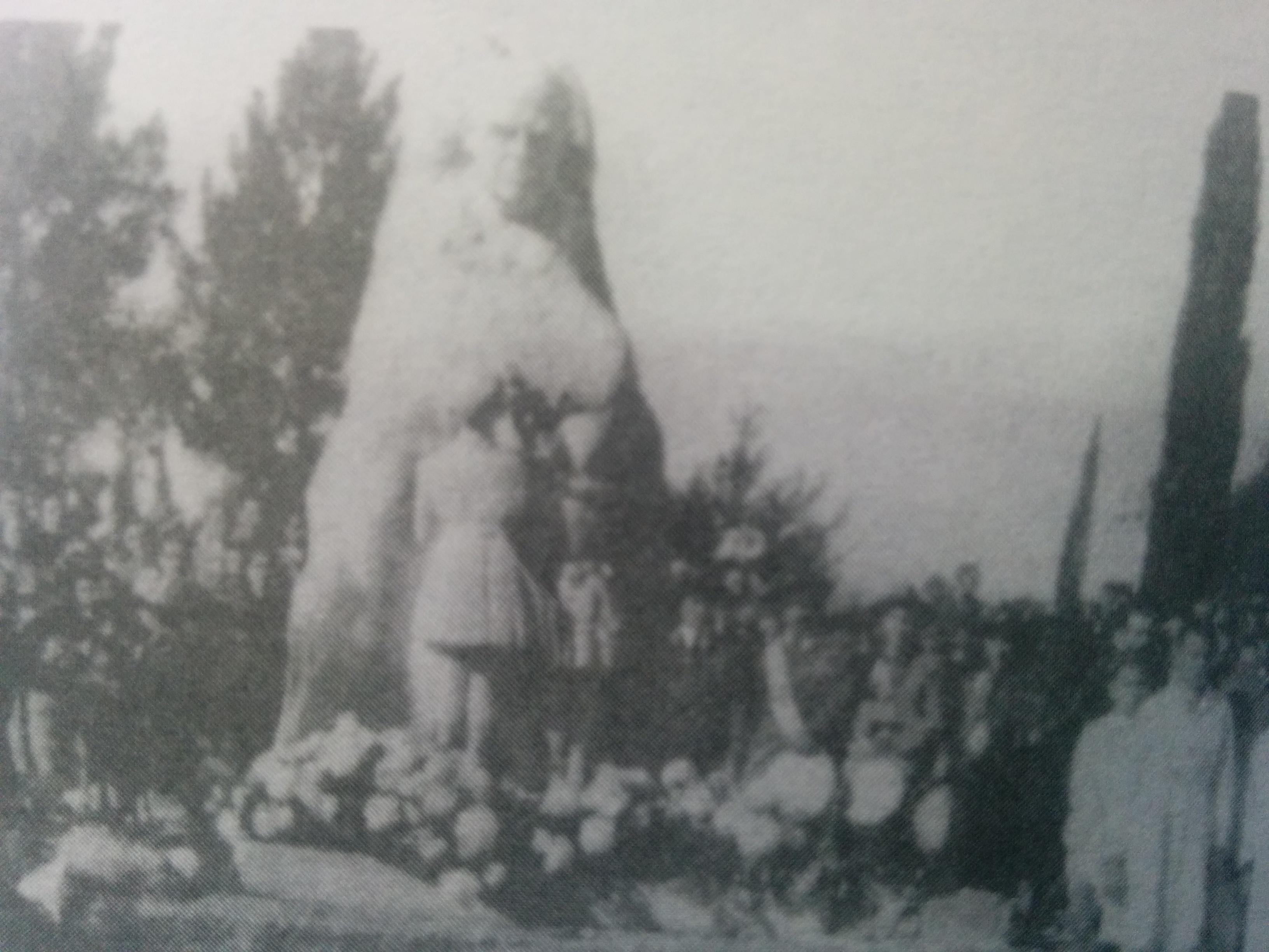 Monumento a Domingo Faustino Sarmiento, en la plaza 9 de Julio, inaugurado el 25 de mayo de 1944.