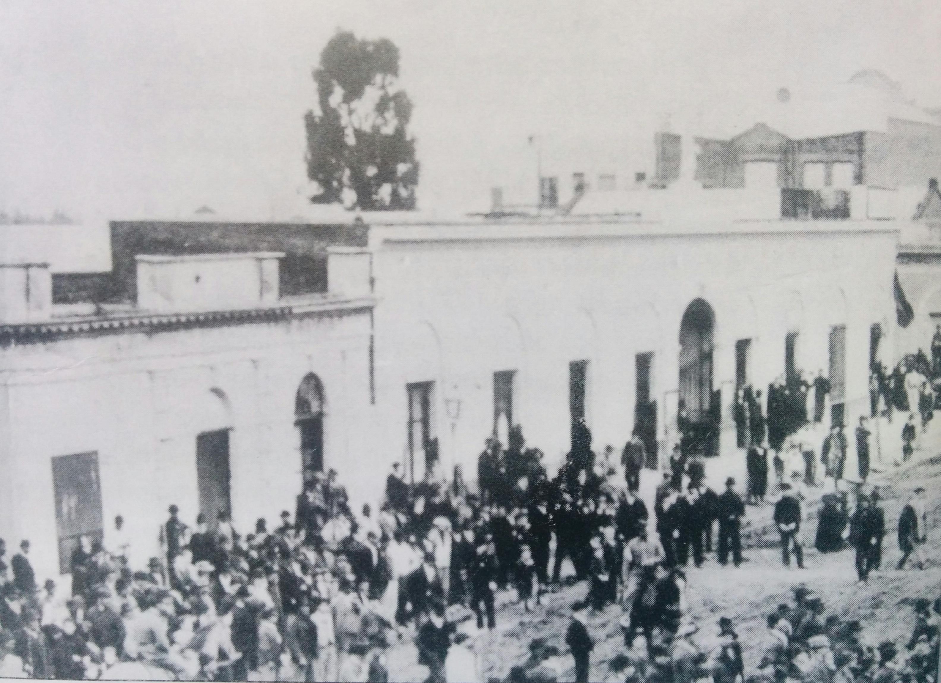 """Primer mercado central de Chivilcoy """"Manuel Villarino"""", que estaba ubicado en la intersección de la avenida Soarez y la calle Alvear."""