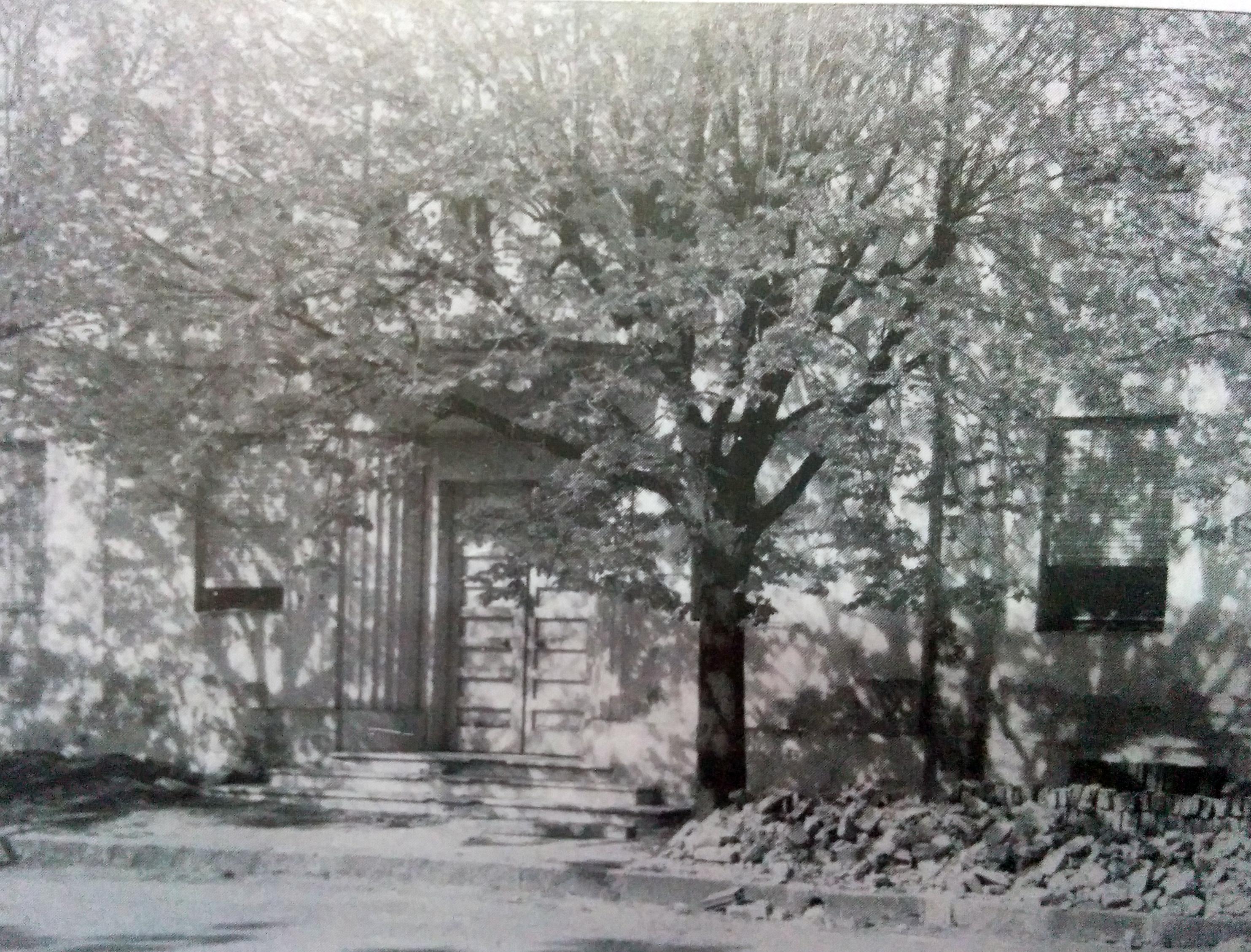 Antiguo acceso, del Hospital Municipal de Chivilcoy, en 1973, cuando se creó la Cooperadora de dicho nosocomio público, el 29 de agosto.