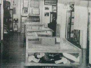 Vitrinas evocativas, del Museo Histórico Municipal.