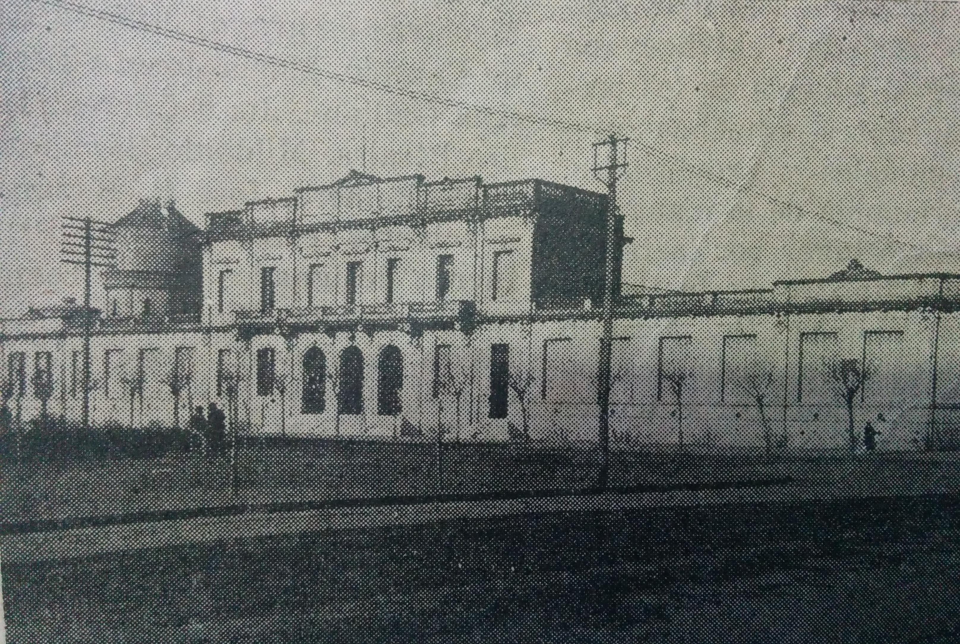 """Escuela Normal de Chivilcoy, """"Domingo Faustino Sarmiento"""", donde cursó sus estudios de magisterio, el Dr. Domingo Augusto Arizaga, recibiéndose de maestro normal nacional, en 1916."""