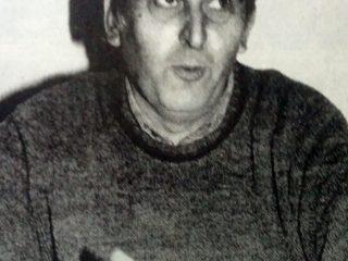 El locutor local, Luis Domingo Borré, primer presidente del Ferroclub Chivilcoy, fundado el 11 de septiembre de 1983.