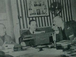 Miguel Ángel Ventieri, junto a Don Antonio Giangiacomo, y el dibujante y publicista, Agustín Domingo Guasco, durante el proceso de confección de la importante revista evocativa, del Centro Comercial e Industrial de Chivilcoy, publicada en 1965, con motivo del 25 aniversario de dicha entidad.