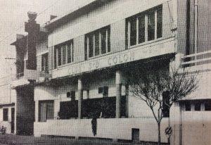 Fachada de la sede institucional del Club Social, y Deportivo Colón, inaugurada en 1953.